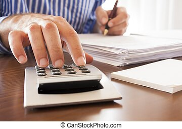 biuro, mężczyźni pracujący, dokumenty, handlowy, kalkulator