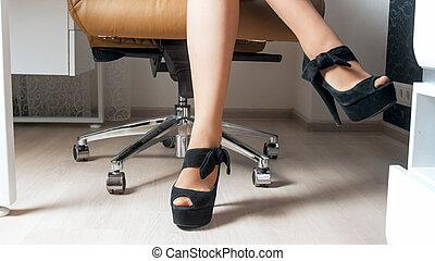 biuro, posiedzenie, fotografia, closeup, samica, sexy, nogi krzesła