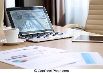 biuro, pracujący, laptop, wykresy, miejsce, cyfrowy, tablet;