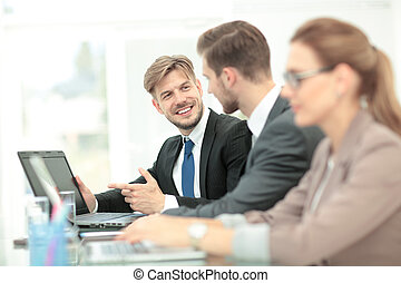 biurowe ludzie, pracujący, laptop, handlowy