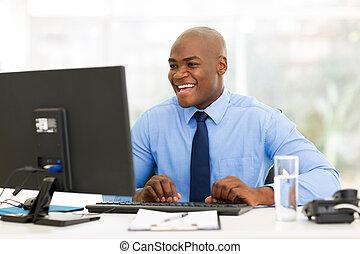 biznesmen, amerykanka, komputer, pracujący, afrykanin