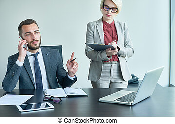 biznesmen, biuro, sekretarka