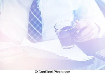 biznesmen, czytanie, dokumenty, lekki, toning
