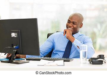 biznesmen, komputer, młody, pracujący, afrykanin
