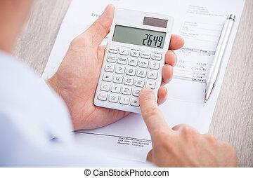 biznesmen, liczenie, faktura, biurko