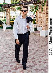 biznesmen, pieszy, młody, outdoors