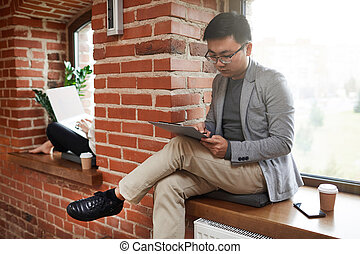 biznesmen, pracujący, asian, młody, biuro