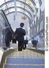 biznesmen, przeniesienie schody