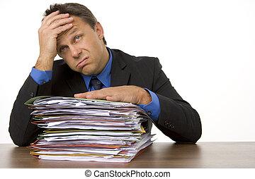 biznesmen, przygniatany, przez, paperwork