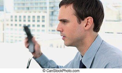 biznesmen, rozkrzyczany, telefon