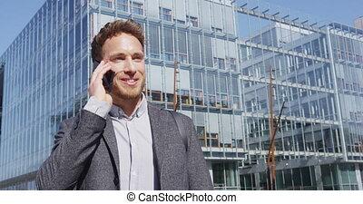 biznesmen, smartphone, mówiąc, -, okręg, handlowa głoska, ...