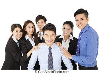 biznesmen, szczęśliwy, młody, handlowy zaprzęg