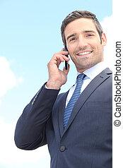 biznesmen, używając, cellphone