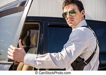 biznesmen, wóz, kropiąc