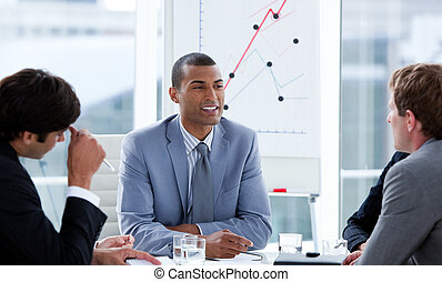 biznesmeni, brainstorming, posiadanie, pomyślny