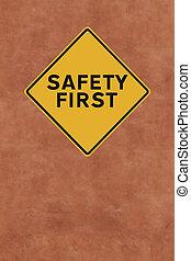 biztonság, először