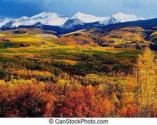 bjerg, farverig