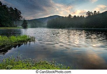 bjerg sø, solopgang, ind, frodig, skov