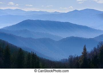 bjerge, røgfyldte
