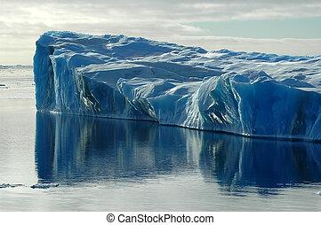 blå, isberg, med, vatten reflex