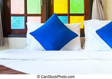 blå, kung, kuddar, säng, komfortabel