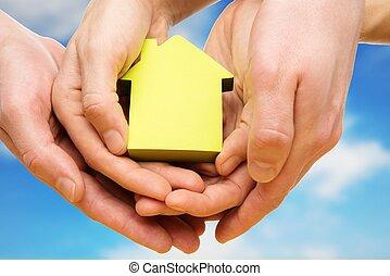 blå, kvinde, hus, himmel, imod, avis, hånd ind hånd, begrebsmæssig, mand