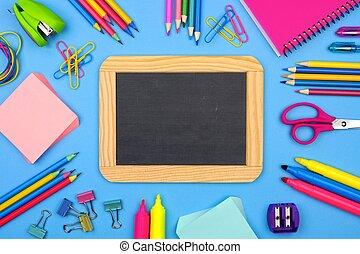 blå, skola, ram, chalkboard, bakgrund, tom, skaffar, över