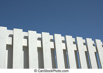 blå vita himmel, staket, mot