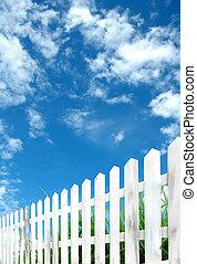 blå vita himmel, staket