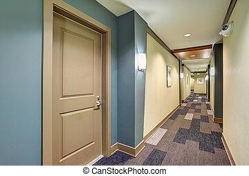 blåa anlägga, lägenhet, golv, länge, korridor, matta