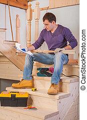 blåkopia, loking, sittande, trä stege, arbetare, ung