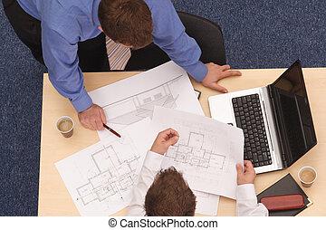 blåkopior, två, arkitekter, granska