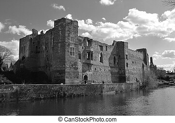 Black and white photo of Newark Castle ruins in England