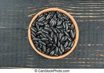 Black beans in bowl