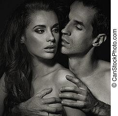black-white, foto, van, jong paar, in de slaapkamer