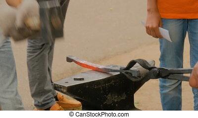 Blacksmith class and workshop - Professional blacksmith...