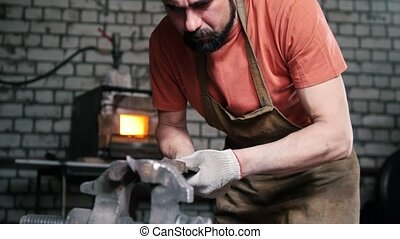 Blacksmith gets tired in the grip of the workpiece knife -...