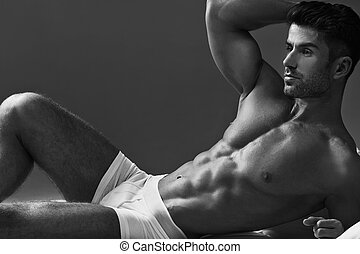Black&white photo of the muscular man