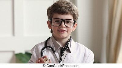 blanc, garçon, appareil photo, enfant, manteau, stéthoscope, regarder, tenue, usure