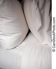 blanc, oreillers