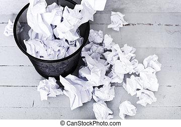 blanc, papier, dans, les, poubelle