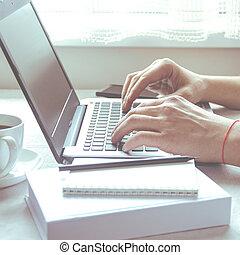 blanc, vide, vue, fond, travaux, maison, ordinateur portable, sommet, écran, pandemic., pendant, travailleur indépendant, coronavirus, ouvert, bureau