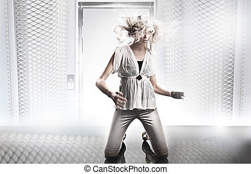 blanche salle, beau, blond