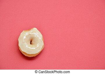 blanco, crema, rosquillas, en, rojo, espuma, tabla, plano de fondo