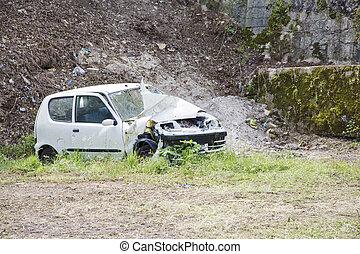 blanco, decaído, coche, en, un, abandone yarda