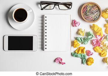 blanco, desordenado, smartphone, escritorio de oficina
