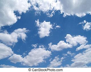 blanco, hinchado, nubes, en, un, cielo azul