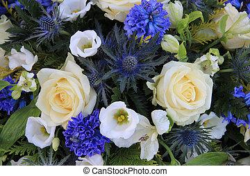 blanco y azul, mezclado, arreglo floral