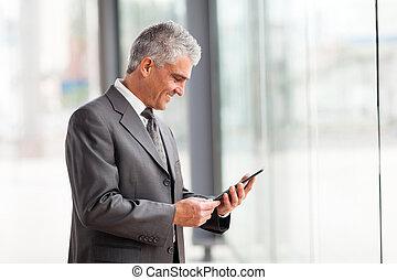 bland, ålder, affärsman, användande, kompress, dator
