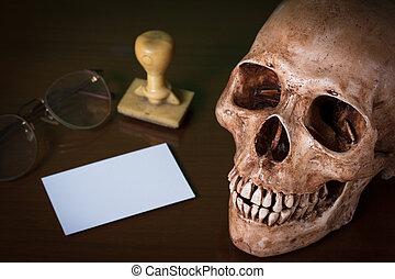 Blank card and human skull.